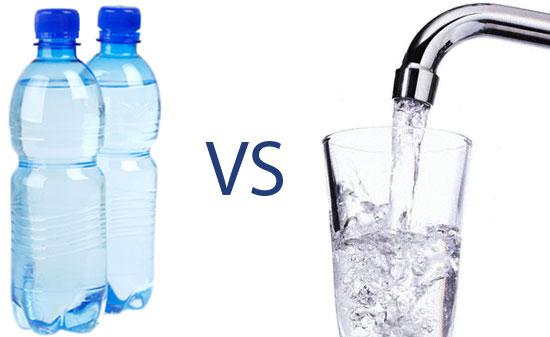 Le match eau du robinet v s eau en bouteille captage d 39 eauccitanie - Eau en bouteille vs eau du robinet ...